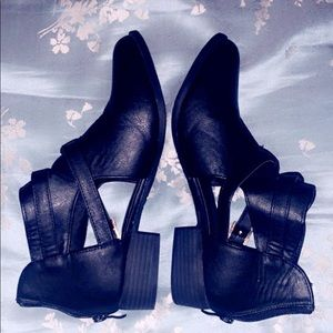 Black Cut-Out Booties 🔥